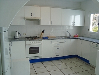 Fully Fitted Kitchen/> </div> <div class=