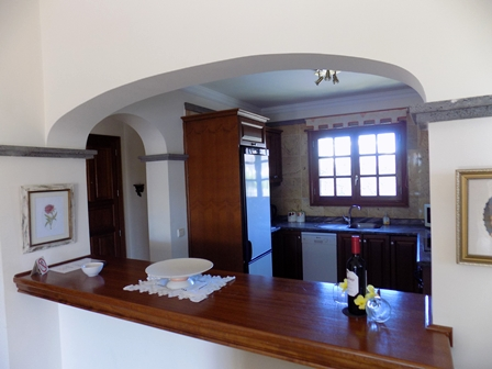 Breakfast Bar to Kitchen