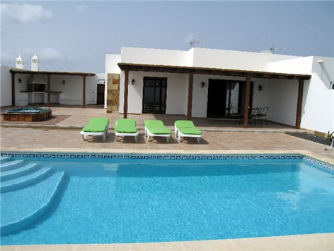 Private 8m x 4m Electrically Heated Pool